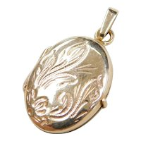 Vintage 14k Gold Floral Etched Oval Locket Pendant / Charm