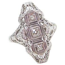 Art Deco 18k White Gold .15 ctw Diamond Ring