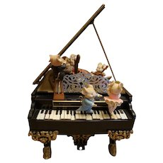 "Enesco ""Music Mice Trio"" Baby Grand Piano Action Musical ""Polonnaise"""