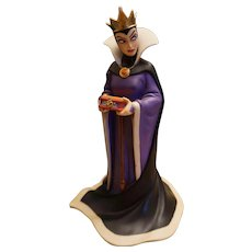 "Disney Classic Collection Snow White Evil Queen ""Bring Back Her Heart"" Figure"
