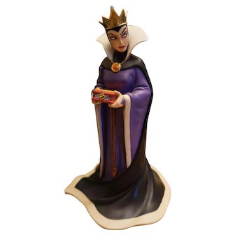 """Disney Classic Collection Snow White Evil Queen """"Bring Back Her Heart"""" Figure"""