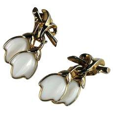 Trifari White Molded Milkglass Leaves Fashion Blossom Vintage Earrings
