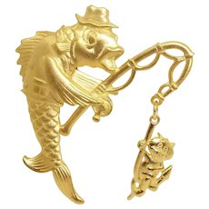 Fish Catching Cat - JJ pin brooch - goldtone