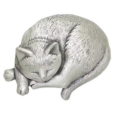 Sleeping Cat - JJ brooch - Jonette pin