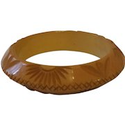 UFO Shaped Carved Cream BAKELITE Bracelet
