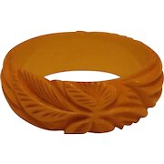 Vintage Cream Carved BAKELITE Bangle Bracelet