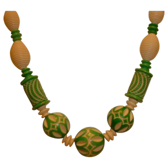 Vintage Bakelite Era Galalith/Celluloid Carved Green to White Necklace