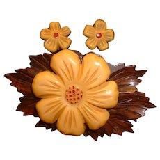 Vintage Bakelite and Wood Figural Flower Pin Brooch and Set.