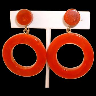 Vintage 1950s Orange Swirl BAKELITE Hoop Clip on Earrings