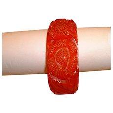 Vintage Carved Red BAKELITE Clamper Hinge Bracelet