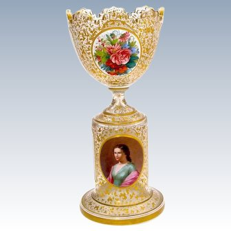 Fine Quality Antique Bohemian Clear and White Overlay Glass Portrait Centrepiece.