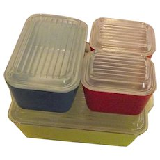 EXCELLENT Vintage Pyrex Primary Colors 4PC Stacking Refrigerator Set With Lids
