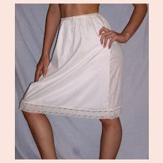 Vintage Lorraine White Half Slip Size Medium  NEW NWT