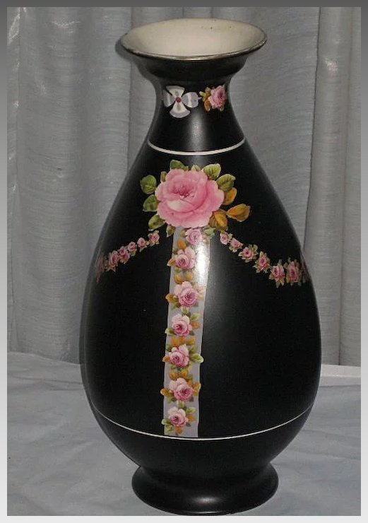 2die4 Large 1920s Crown Ducal Black Chintz Vase With Pink Roses