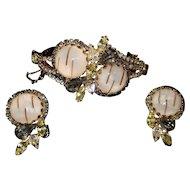 Outstanding Vintage Gold Toned Hobe Bracelet & Earring Set
