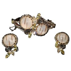 Outstanding Vintage Gold Toned Hobe Bracelet & Earring Set
