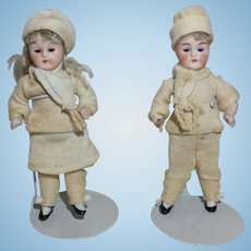 """Adorable All Bisque Winter Twins In Matching Outfits 3 1/2"""""""