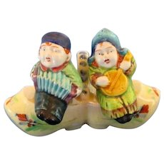 Marutomoware Dutch Children in Shoe Playing Music Salt and Pepper Shakers