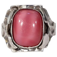 English Arts & Crafts Pink Art Glass Silver Ring Hammered