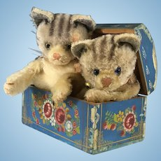 PAINTED Dome top BOX w Steiff Kittens for Mittens