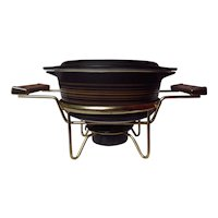 Pyrex Terra 472 1.5 Pint Covered Casserole with Warming Stand