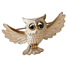 Vintage 1960's Crown Trifari Figural Owl Brooch