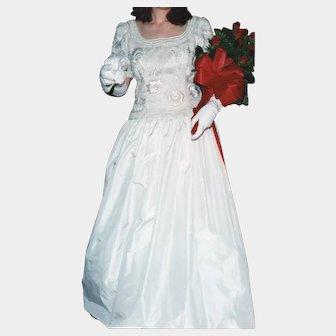 Beautiful vintage Richilene of New York white silk taffeta sequin beaded evening gown