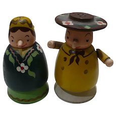 Wood Couple Salt & Pepper