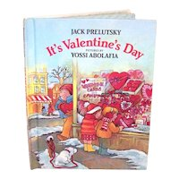 Vintage 1983 First Edition Weekly Reader Hardback Book It's Valentine's Day