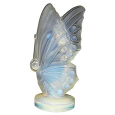 Vintage Sabino Art Glass Opalescent Small Closed Wing Butterfly