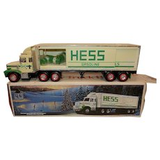 Vintage 1987 Hess 18 Wheeler Toy Fuel Oil Bank