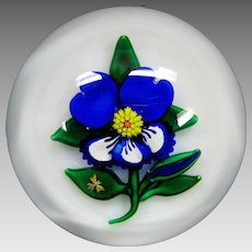 Charles Kaziun Jr blue pansy American glass paperweight with gold bee and K
