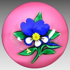 Charles Kaziun Jr pink pansy American glass paperweight with gold bee and K