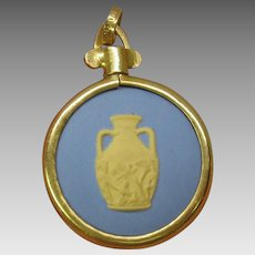 14k gold mounted Blue & yellow Wedgwood button pendant Portland vase