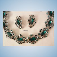 Exquisite rare emerald green colored rhinestone Necklace Earring set Dodds mint