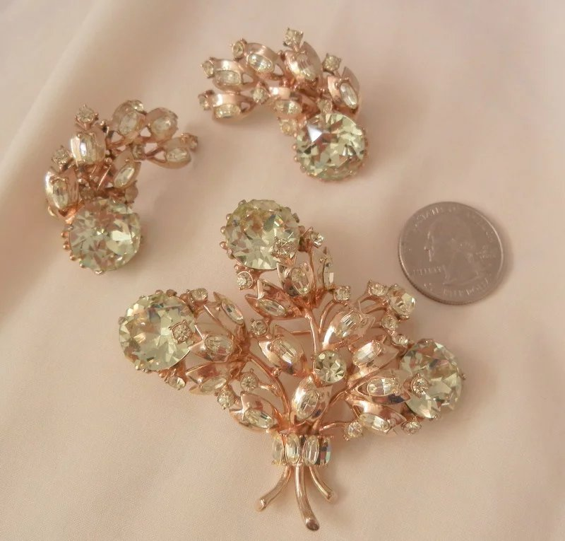 Outstanding Rare Hollycraft 1955 Brooch Earring Set