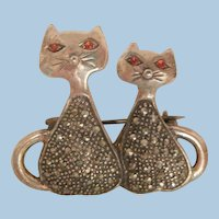 Adorable sterling vintage double cats marcasite's red rhinestone eyes Brooch