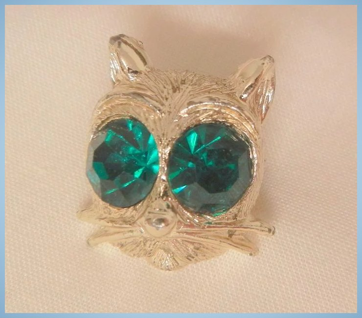 Vintage Circa fifty's Nemo big emerald color rhinestone eyes Cats face :  Wear Me Out Vintage Jewels | Ruby Lane