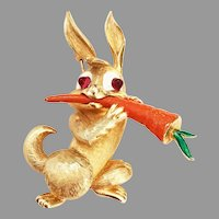 Easter Spring Bunny Rabbit Eating his orange Carrot brooch - very nice Boucher Company 1965