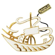 Traditional Chinese sailing ship/junk ship boat brooch – Ming Series Trifari Company 1972