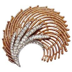 "Fabulous gold-plated Swirl Brooch with crystal rhinestone - ""Rue de la Paix"" series - Trifari Company designer Alfred Philippe 1964"