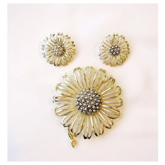 Vintage Sarah Coventry Flower Brooch And Earring Set