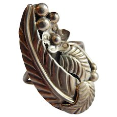 Native American STERLING Signed THOMAS Sterling Silver Feather Floral ring