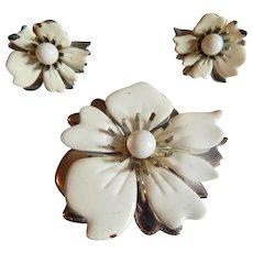 Bright White SARAH COVENTRY enameled Flower brooch earrings Summer magic set