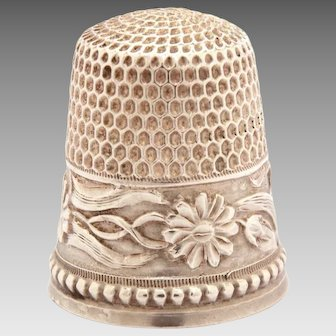 Sterling Thimble Goldsmith Stern Flowers & Curling Vines, Daisy Blossom