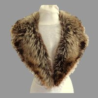 Large Notched Genuine Raccoon Collar.  Satin Lined.  Mint Condition.