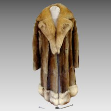 Muskrat and Fox Fur Coat.  Gorgeous.  Super Attractive.  Near Fine Condition.