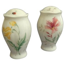 LENOX Pair Butterfly Meadow  Salt and Pepper Shakers.  Charming.  Mint Condition.