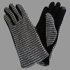 Black and White Houndstooth Check Gloves.  Creative Styling.  One Size.  As New Condition.