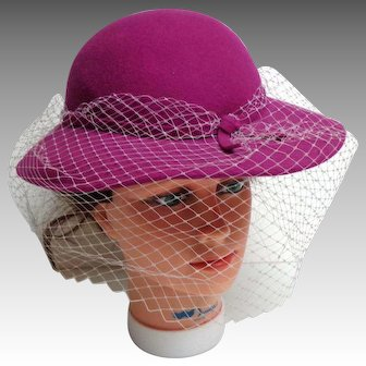 SUS-ELLE Rose Wool Felt Brimmed Hat With White Net.  As New Condition. MWT. Charming.